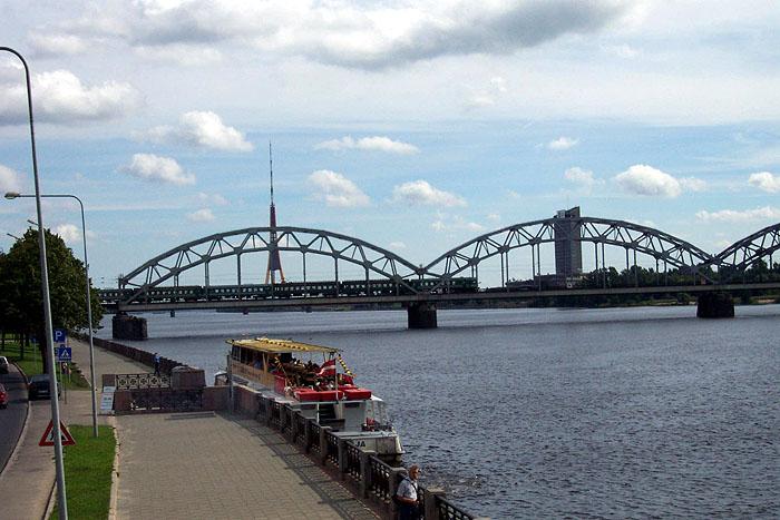El río Daugava a su paso por Riga. © Paco Bellido, 2005
