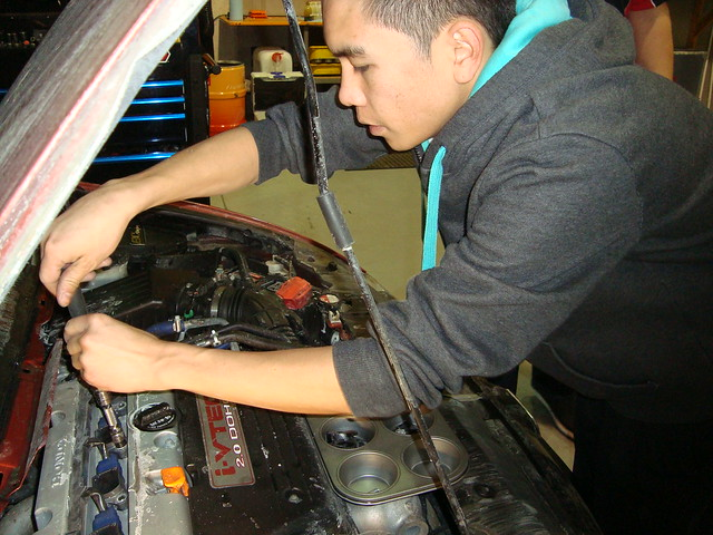 mechanic Chris Ko, Honda engine, cylinders