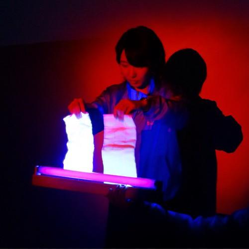 暗い中、実験タイム。 #シャボン玉石けんアンバサダー
