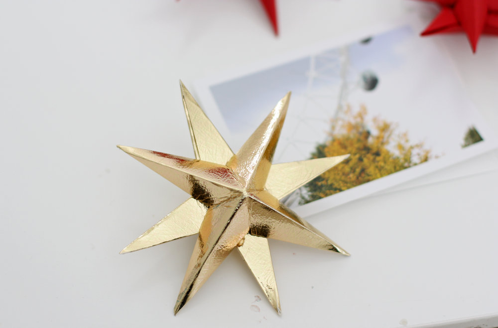 A simple DIY photo and star mobile for a baby nursery