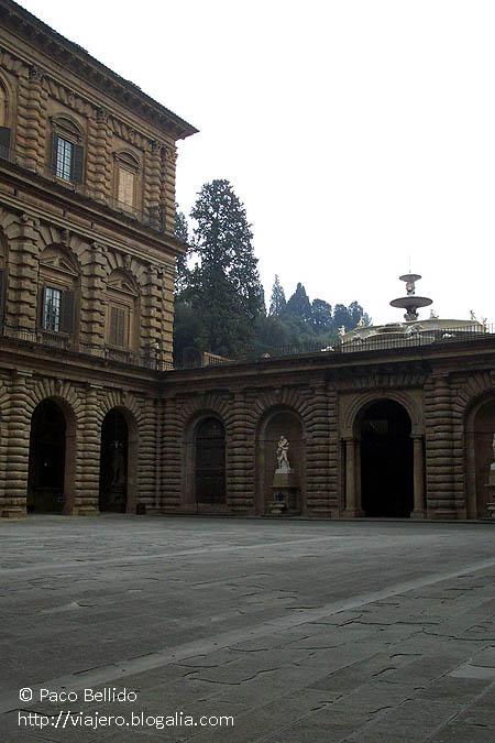 Entrada al Palazzo Pitti. © Paco Bellido, 2003