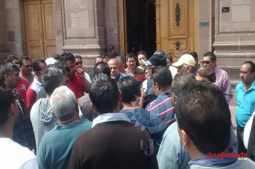 Taxistas vuelven a manifestarse