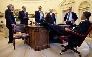 【组图】英媒曝光奥巴马办公照 最爱将脚跷在桌上