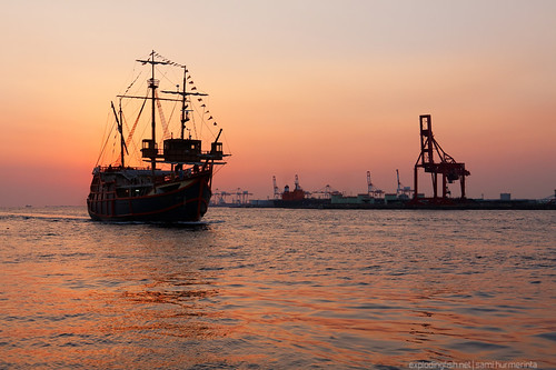 ocean cruise columbus sunset sea tourism japan horizontal sailboat port bay harbor boat dock sailing ship crane horizon vessel adventure replica santamaria osaka osakaprefecture canonef1635mmf28liiusm canon40d
