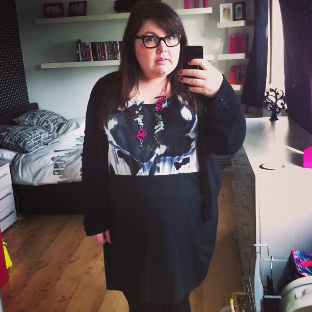 Unintentionally matching my #ootd to my bedroom #fatshion #plussize