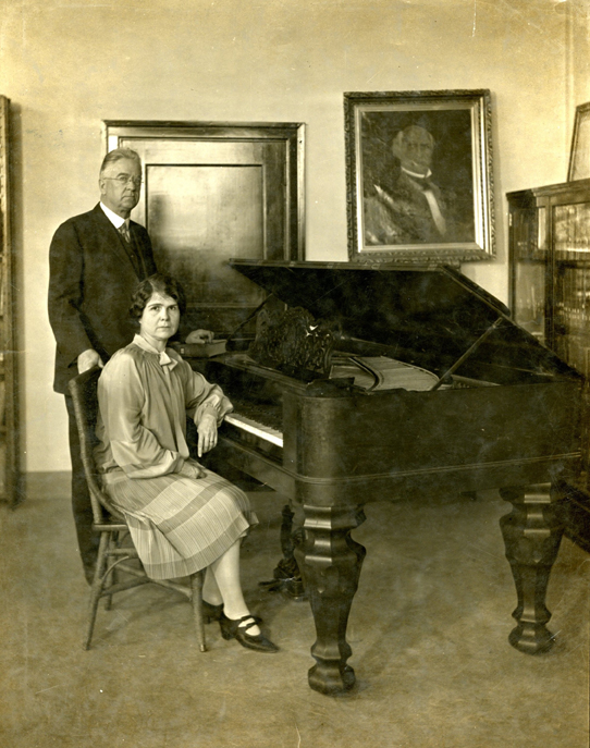 Francis Guittard with Mrs. Norman Smith, 1927, at the Sam Houston piano at The Texas Collection