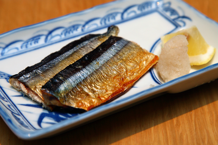 Grilled-Pacific-Saury-with-Salt