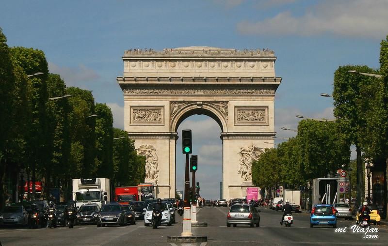 Arco del triunfo y campos Elíseos