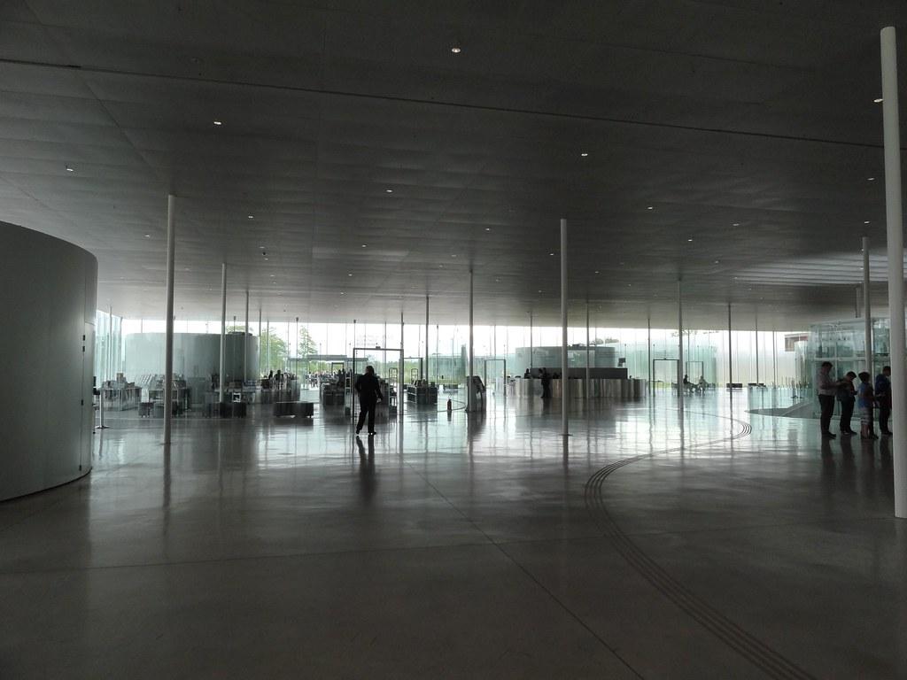 Louvre Lens - Hall d\'entrée | Ωméga * | Flickr