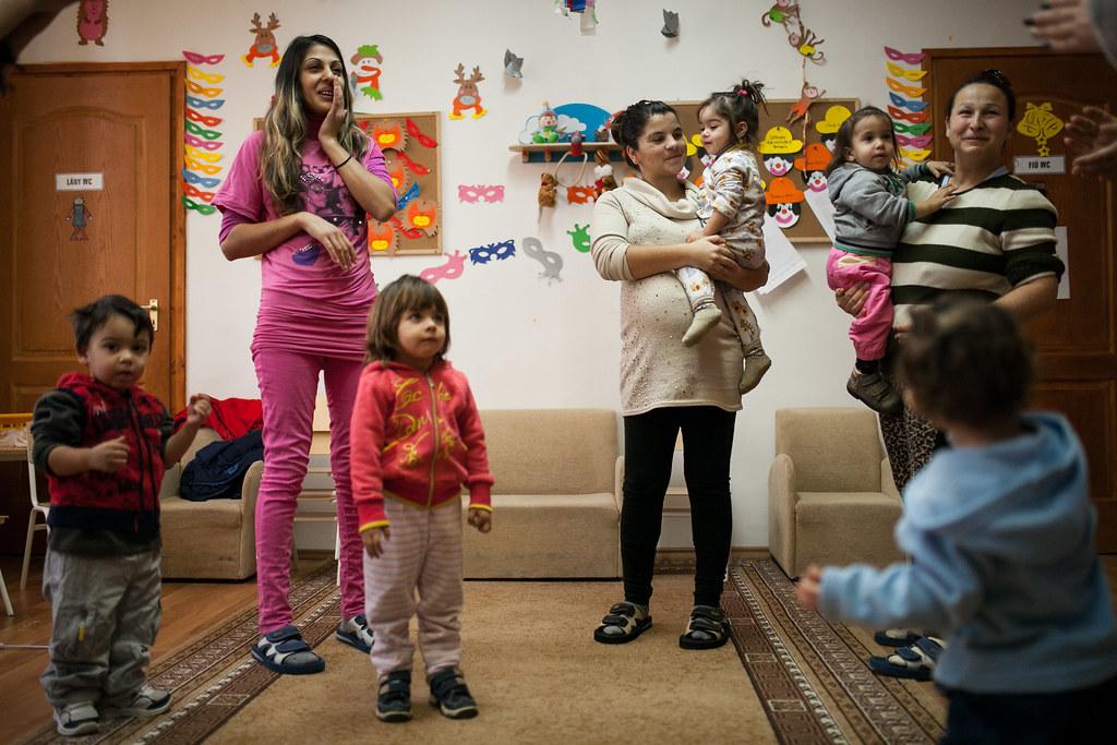 Anyukák és gyerekek egy Biztos Kezdet gyerekházban a Bodrogközben | Fotó: Magócsi Márton