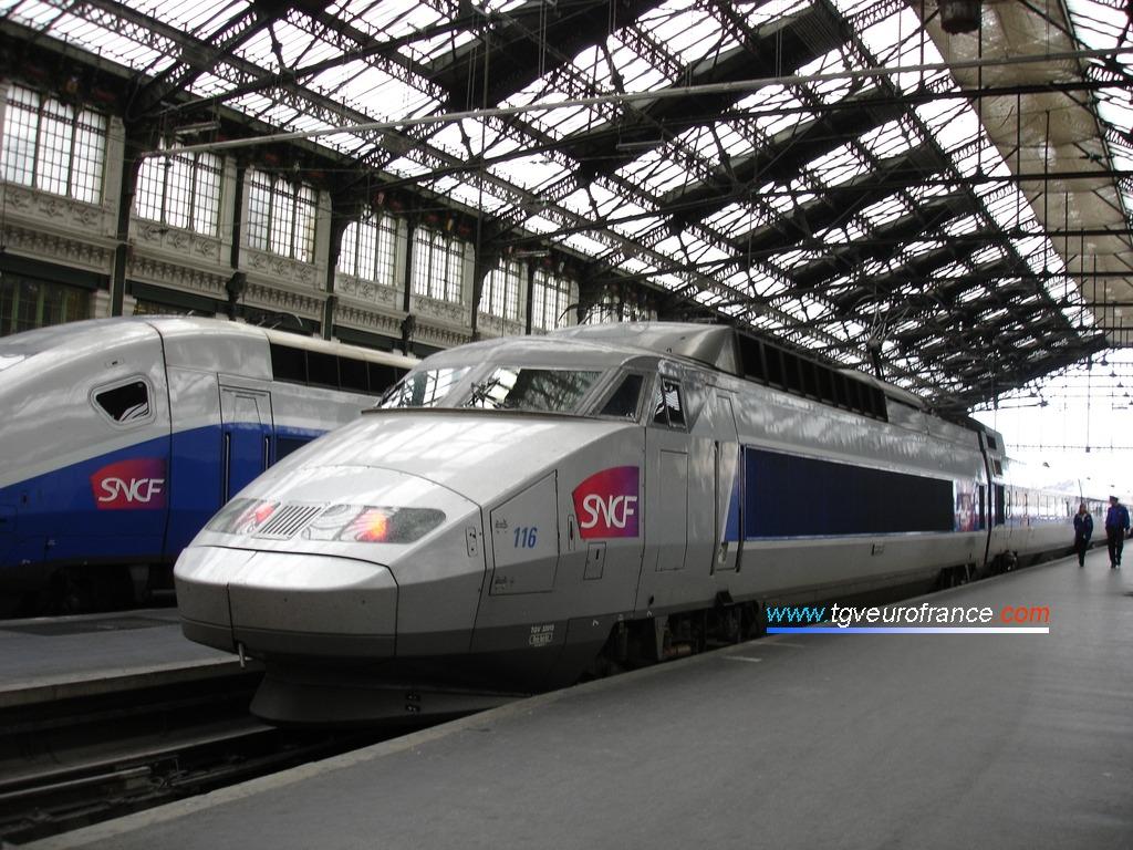 Un TGV Lyria (rame Sud-Est 116) à Paris Gare de Lyon