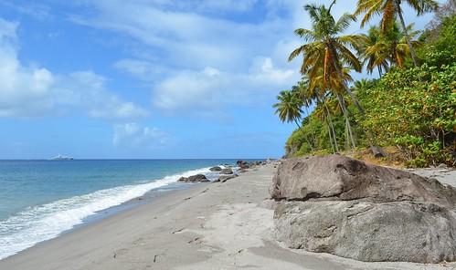 sea mer beach rock sand nikon sable coco caribbean plage rocher caraïbes saintelucie choiseul saintlucia nikon1855mmf3556 nikond5100 anselivrogne