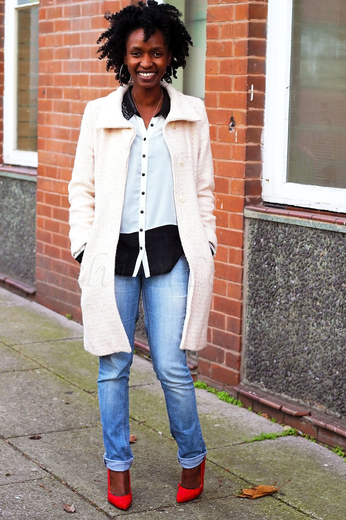 Washed-out-boyfriend-jeans, colour block top, monochrome blouse, monochrome top, boyfriend denim jeans, stiletto heels, red heels, red shoes, how to style boyfriend jeans, how to wear tweed coat, uk fashion blogger, Tanzania fashion blogger