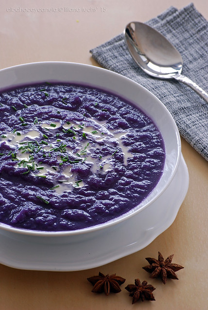 Red cabbage cream soup