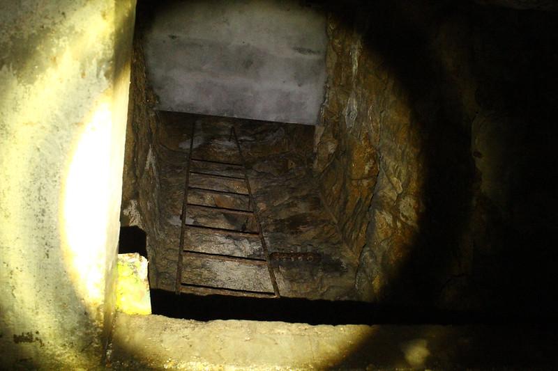 Escaleras de acceso a la pieza 1