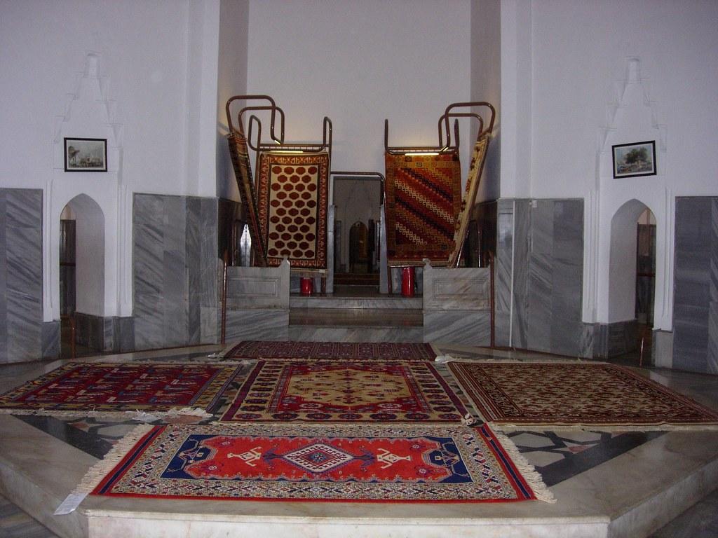 Hamman convertido en tienda de alfombras