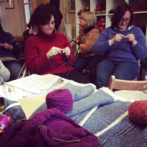 Happily knitting @unfilodi :) Lavorando felicemente a maglia :)