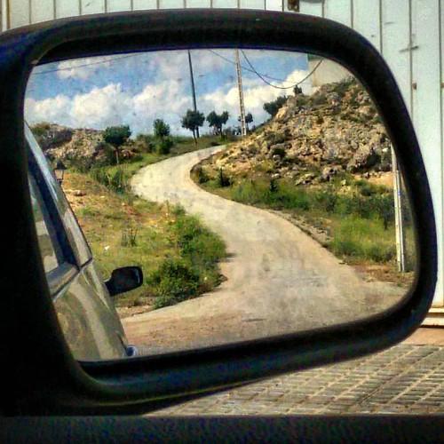 Si cuando andas sólo miras hacia delante, te estás perdiendo la mitad del paisaje ;)