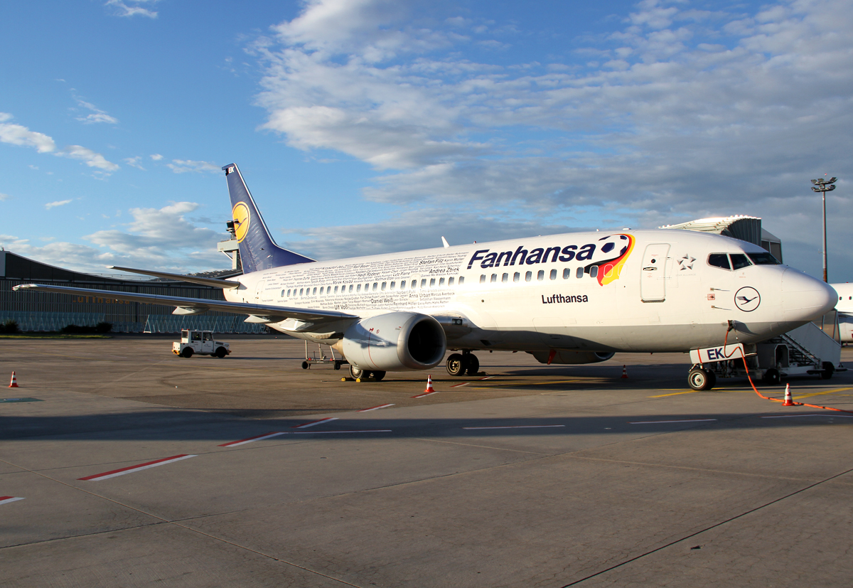 The current Fanhansa plane is taking a break before the evening flight to Kattiwice KTW. Delivered 11/1991.