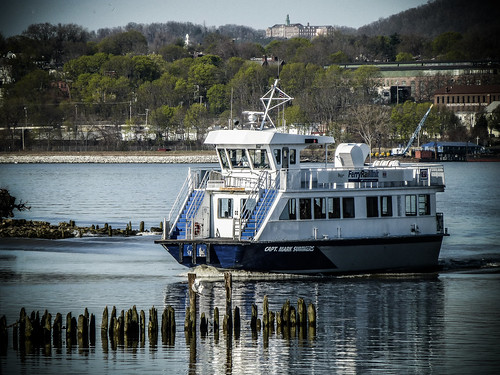 river water boat ferry hudsonrivervalley beaconnewburgh mygearandme autofocus scenicwater waterscapes