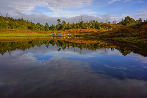 mountain lake reflection water landscape scenery hiking taiwan ilan yilan jialo