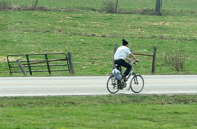 amish-bicyclist