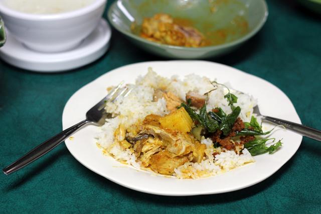 Having lunch at Krua OV (OV Kitchen) ครัว OV