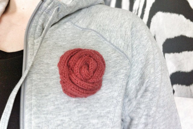 Knit Rose Brooch
