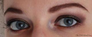 As a Brunette: deux yeux ouverts