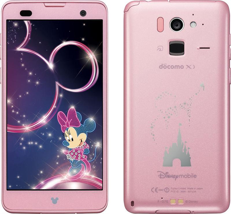 Disney Mobile on docomo F-07E 実物大の製品画像