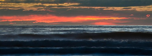 beach sunrise waves nz otago moeraki
