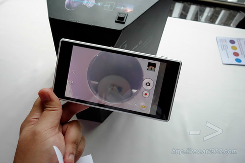 Sony Xperia Z1 & SmartWatch 2 Hand-on