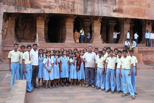 india temple costume uniform cave schoolclass karnataka badami hindutemple rockcut agastya 2013 chalukyas vatapi rockcutarchitecture agastyalake