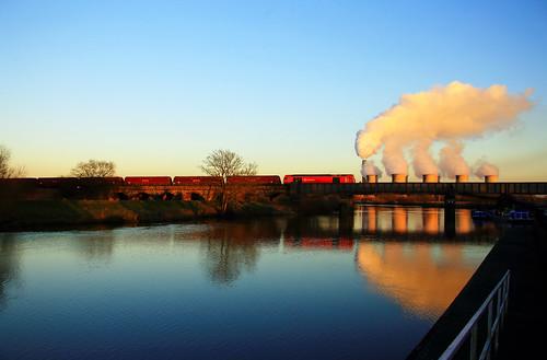 ratcliffe powerstation connection longeaton sawley rivertrent class60 60100 philgrain traincrossingriver traincrossingwater coaltrainandpowerstation