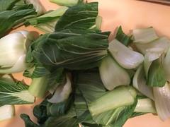 青野菜は2つから3つに切ります