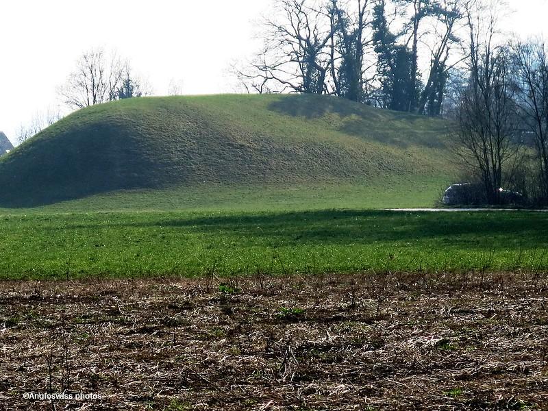 Mysterious Mound, Feldbrunnen
