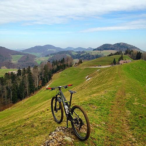 fertig sonne... 😢.  #belchen #winterpokal #stravaphoto #stravaadventure #strava #specialized #camber_expert_evo #frühling #mountainbiking #mtb