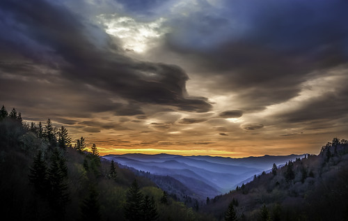 road morning mountains angel sunrise early us nationalpark nc 441 overlook rd greatsmokymountains wnc newfoundgap gsmnp oconaluftee