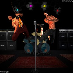 RHCP Flea & Anthony at the VYPER mainstore stage in SL