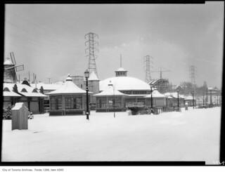 Sunnyside, amusement area in winter garb