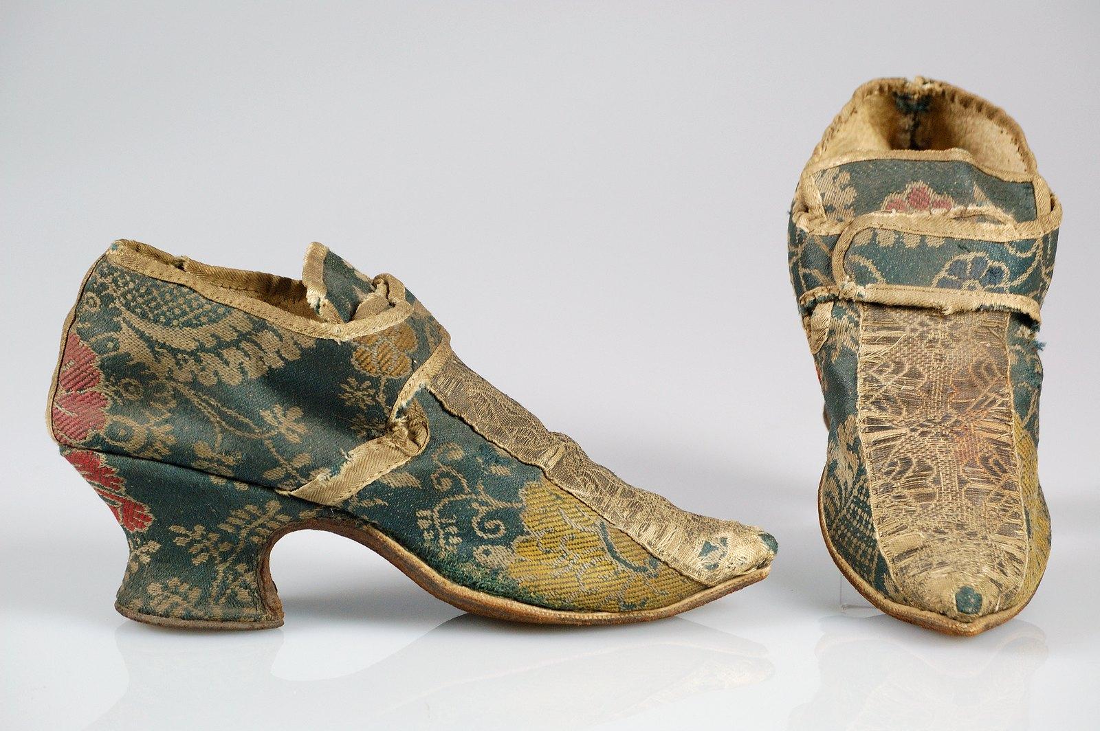 1739. European. Wool