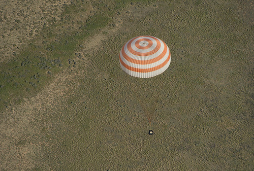 Expedition 35 Landing (201305140004HQ)