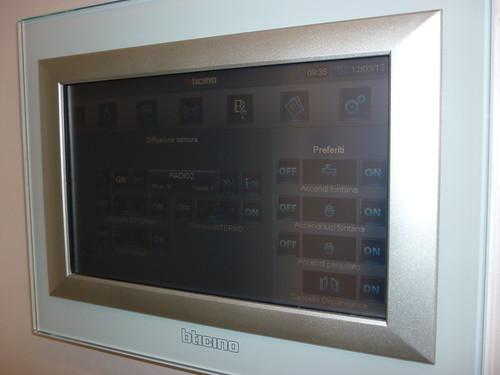 <p>Impianto domotico in villa con sistema My Home bTicino</p>