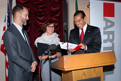 Photo: mayor villaraigosa with arts advocates at ArtsDay