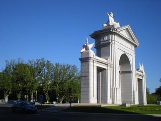 Image of Puerta de San Vicente. madrid españa spain puerta nikon comunidaddemadrid 2013 puertadesanvicente ccby glorietadesanvicente nikoncoolpixs210 12052012 mayode2013