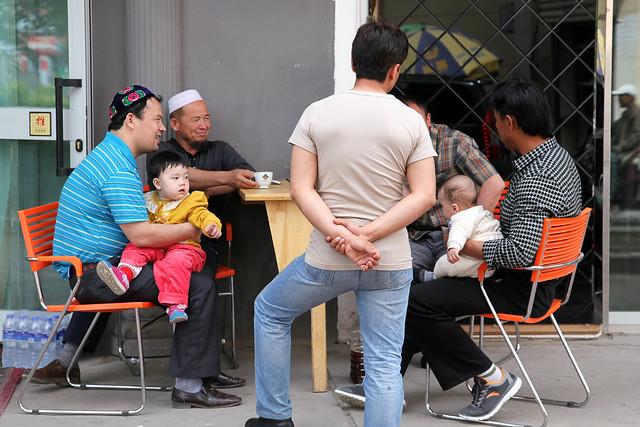 People at lunch time, Kumul (Hami) ハミ、ランチタイムの人々