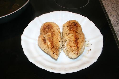 25 - Hähnchenbrust bei Seite stellen / Remove chicken breast