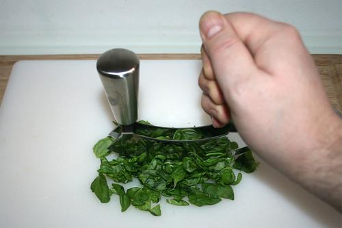 15 - Basilikum zerkleinern / Chop garlic