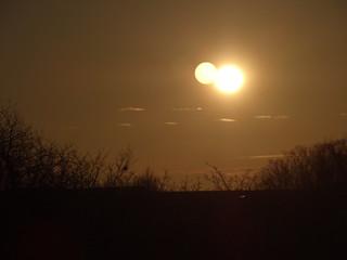 Liebe und Freundschaft bis zum Sonnenaufgang ruft es mit bittrem Lachen 00878