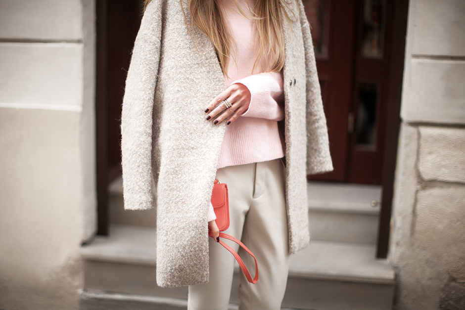 baby-pastel-pink-sweater-outfit-street-style-fashion-blogger